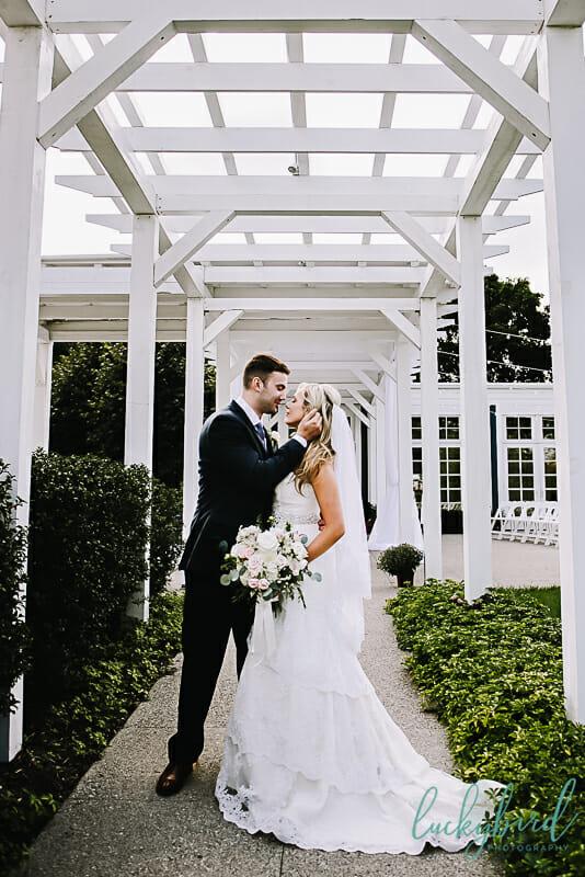 carranor wedding photos outside