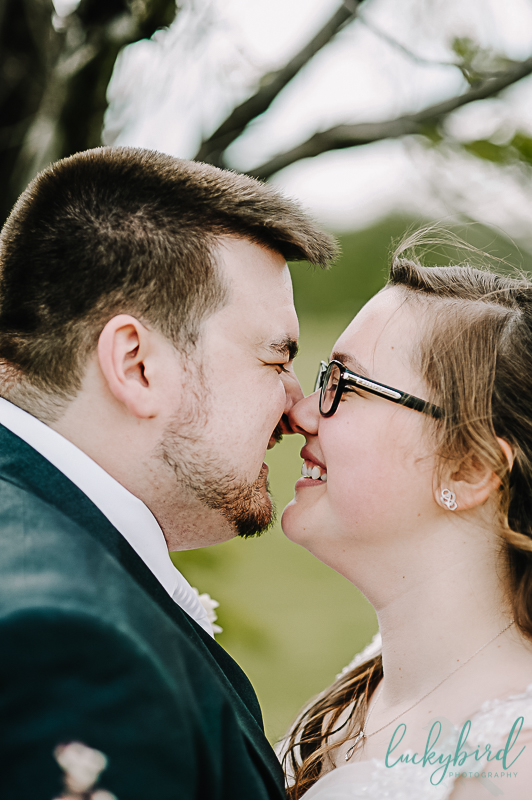 couple kissing at wedding at the pinnacle toledo