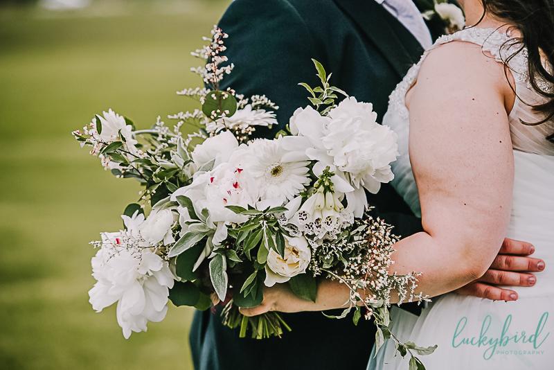 white bouquet at pinnacle wedding