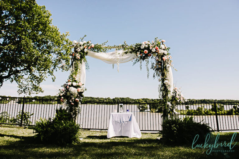 toledo country club wedding ceremony outdoors