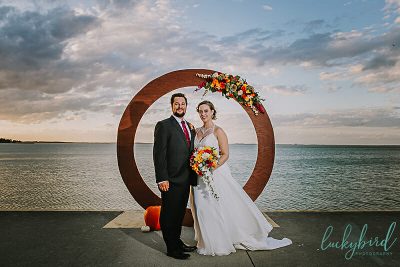 circle arch at maumee bay wedding ceremony