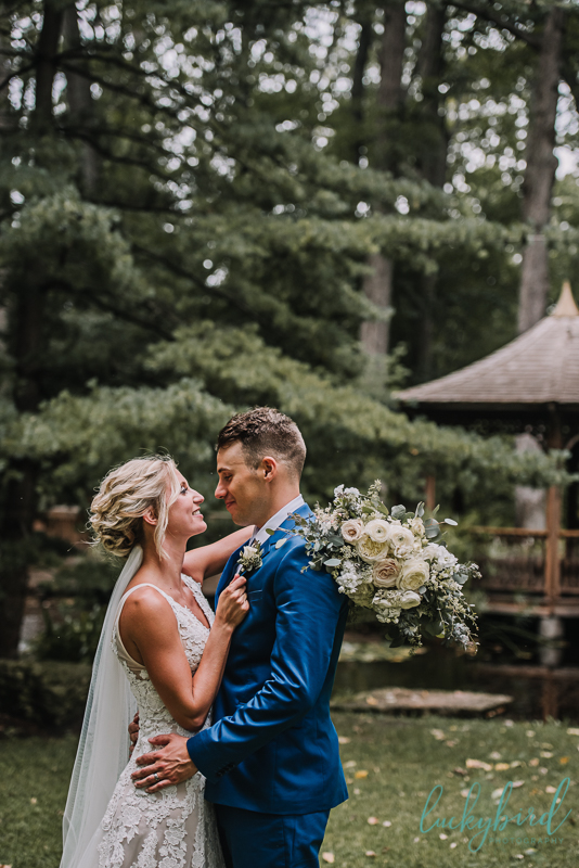 toledo botanical garden wedding photo with bouquet