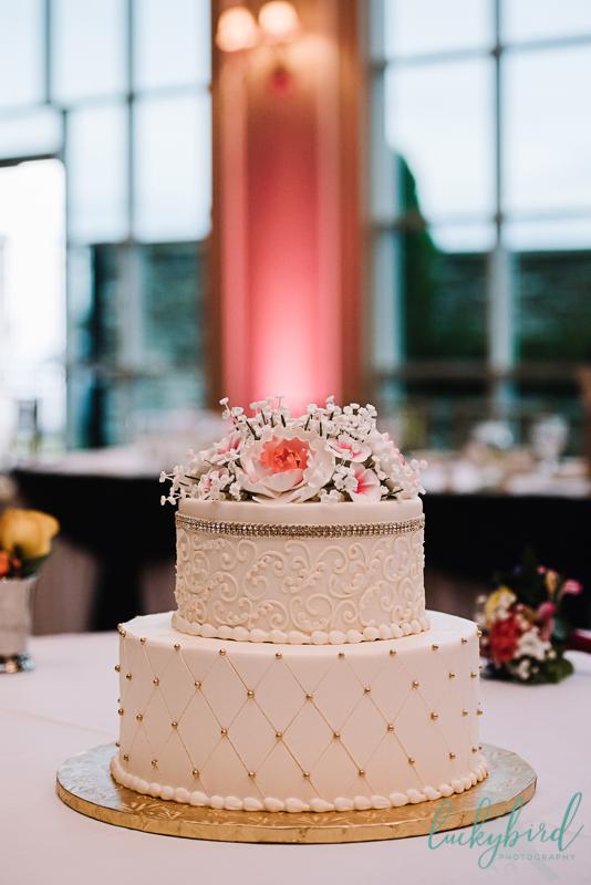 stunning chicago wedding cake