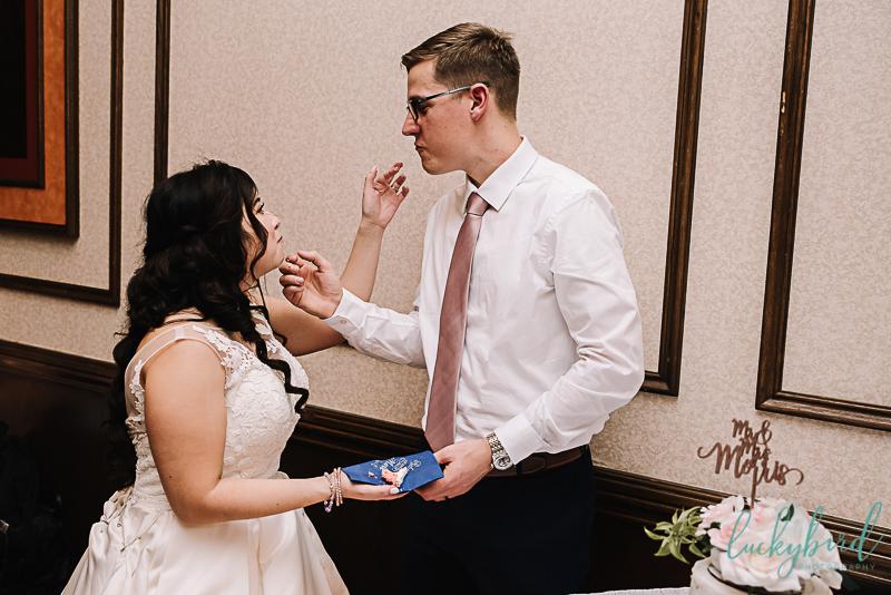 cake cutting at perrysburg wedding