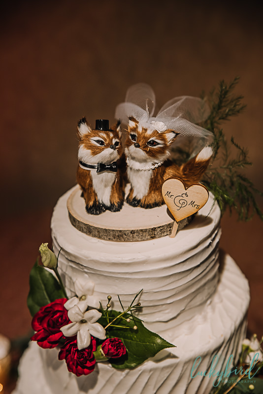 7 little cupcapes woodland wedding cake with foxes