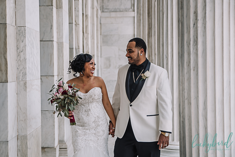 candid bride and groom wedding photo at the toledo museum of art