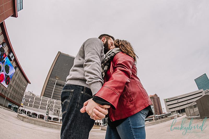 downtown-toledo-skyline-engagement-photos