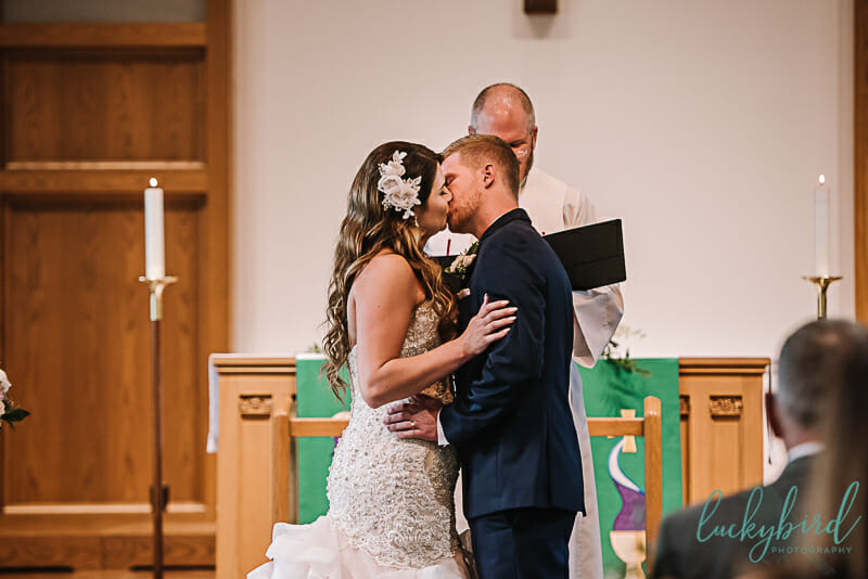 first kiss at archbold ohio wedding