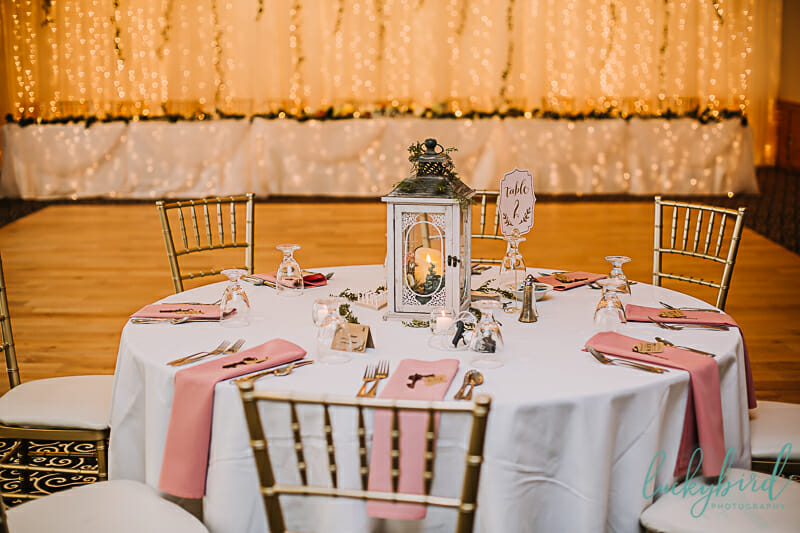 stone ridge wedding table decor