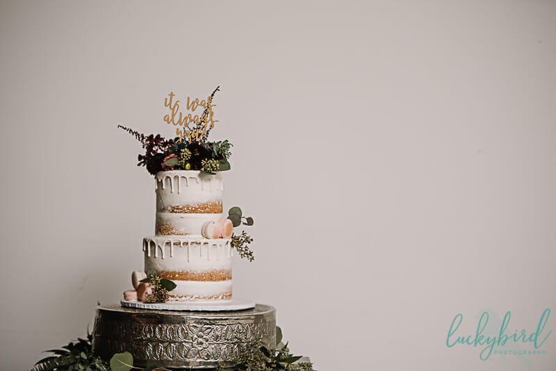 gorgeous wedding cake at registry bistro