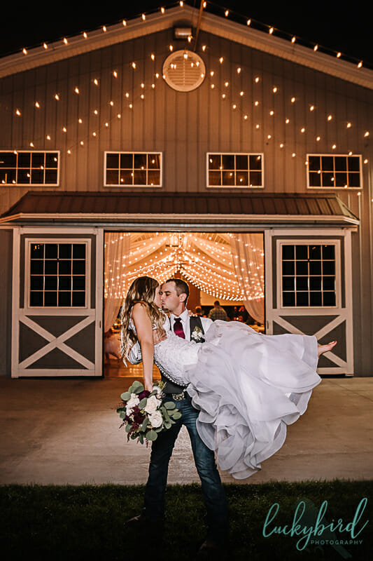 kissing photo at the stables barn whitehouse ohio