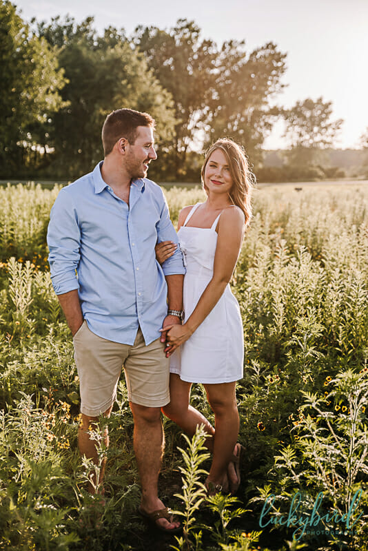 oregon-ohio-engagement-session-in-a-field