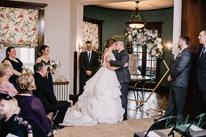 first kiss during columbus wedding