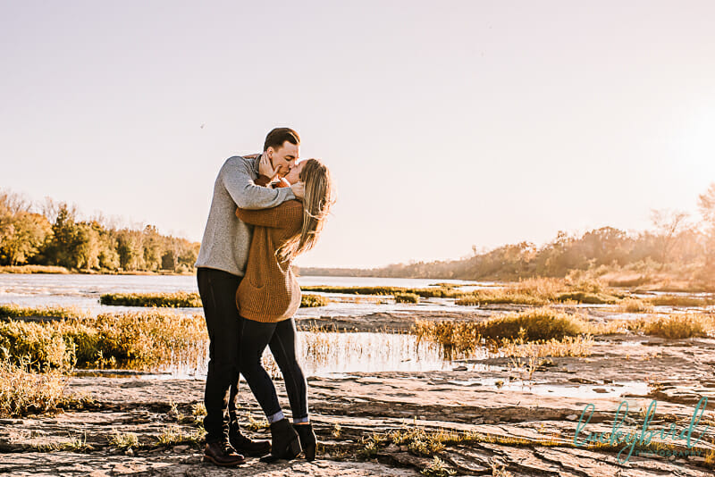 romantic fall engagement photos at sidecut