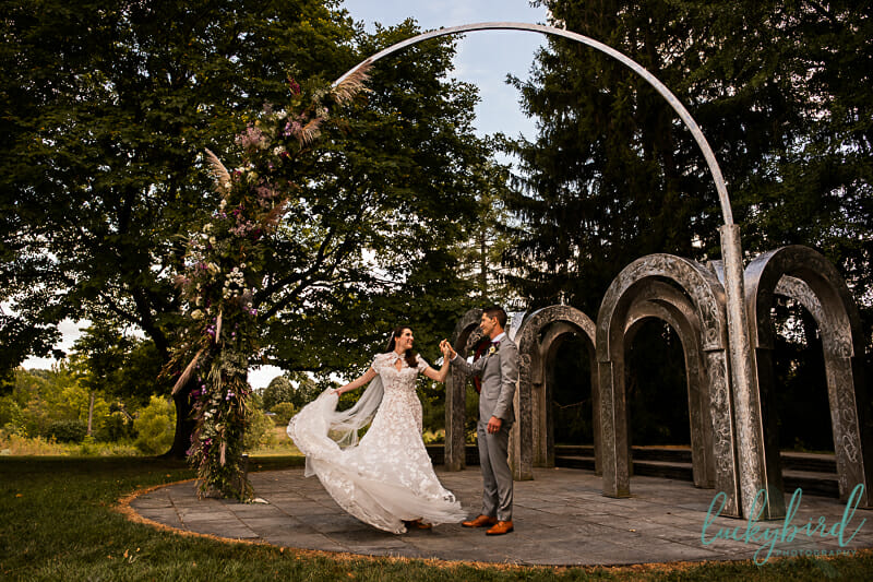 toledo botanical garden wedding photo under arches