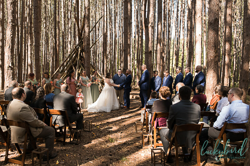 wedding ceremony at the spot oak openings