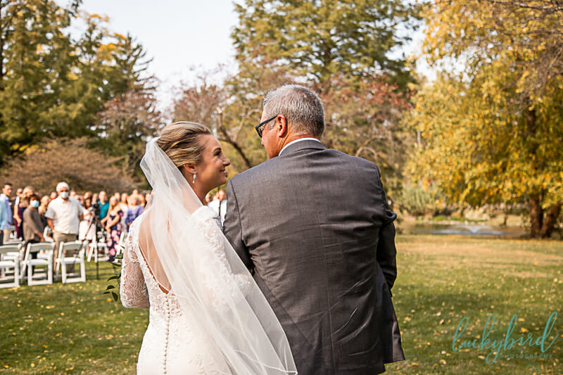 bride and dad walking down the aisle schedel