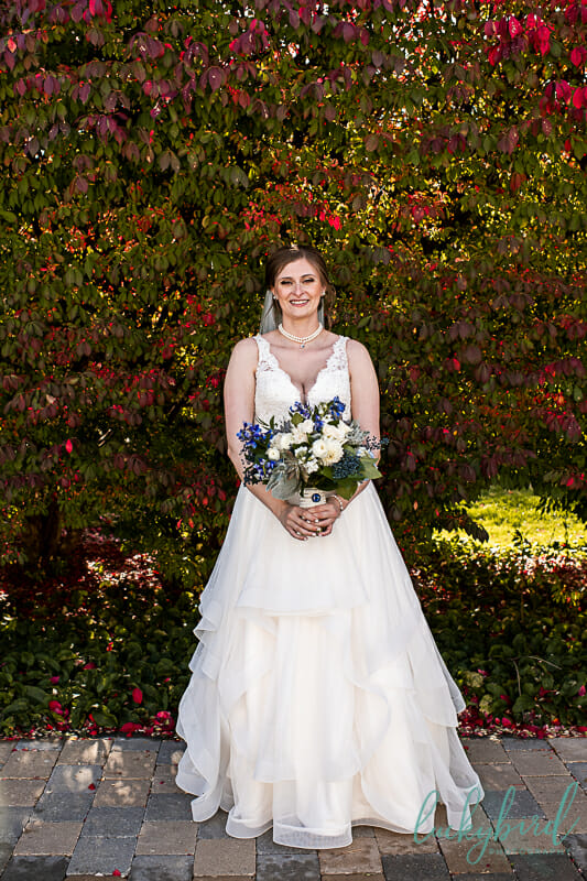 bride and gardenview bouquet at toledo zoo