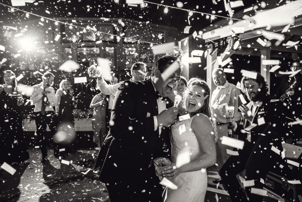 toledo country club wedding photo with confetti