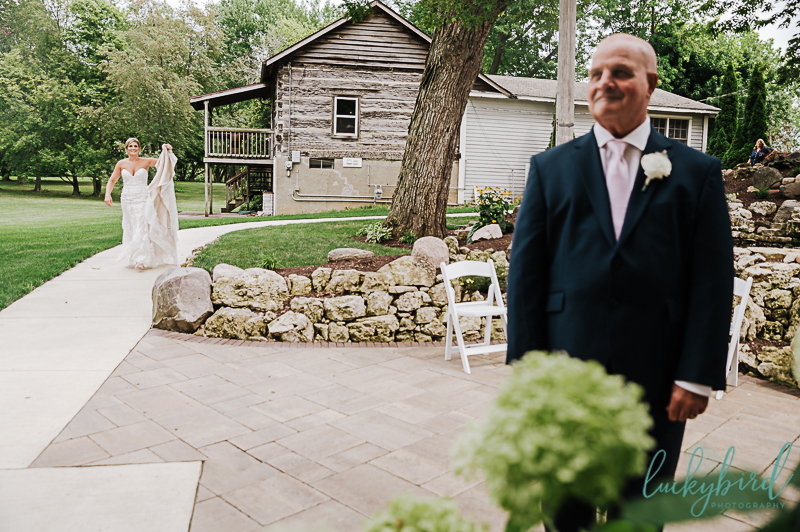 father daughter first look with dad at gideon owen winery