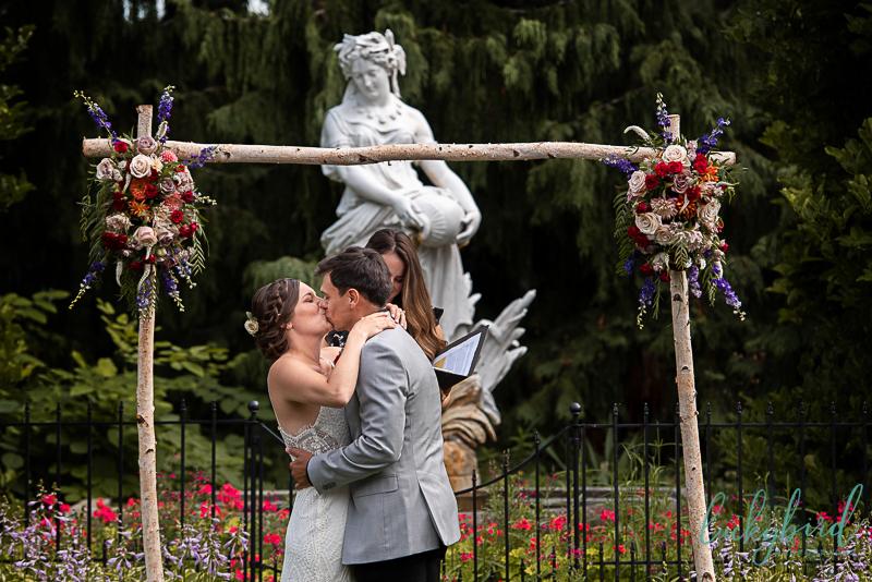 toledo zoo wedding first kiss