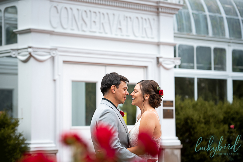 toledo zoo wedding photos in front of conservatory