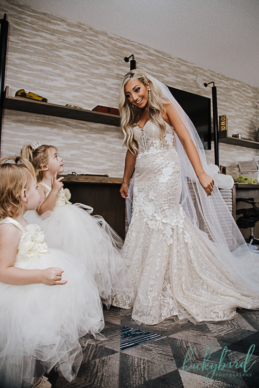 bride and daughters reveal at renaissance toledo