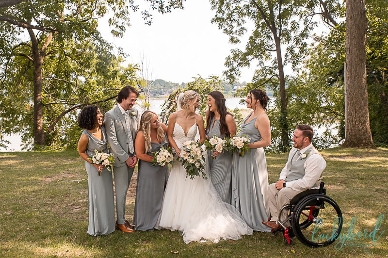 bride-and-wedding-party-at-toledo-country-club