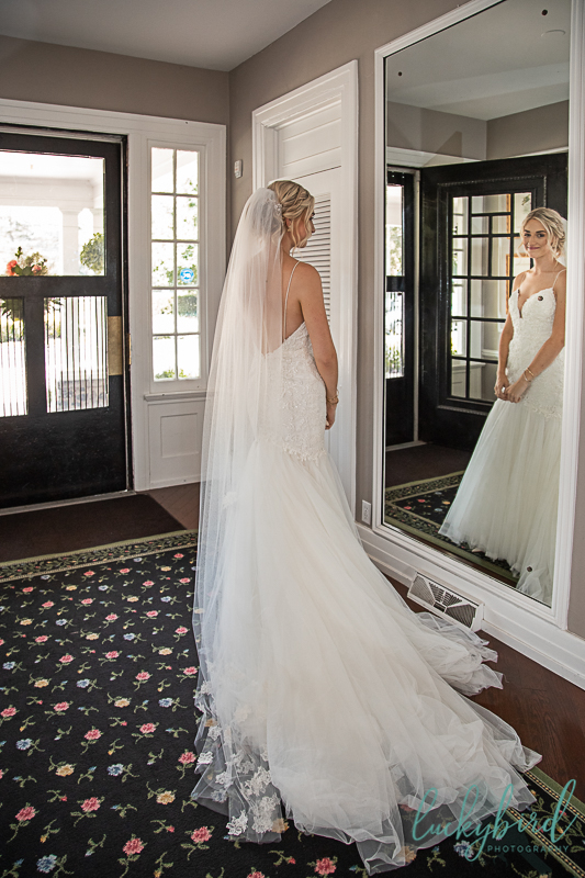 bride-ready-at-toledo-country-club