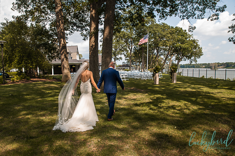 bride-walking-back-with-dad-after-first-look
