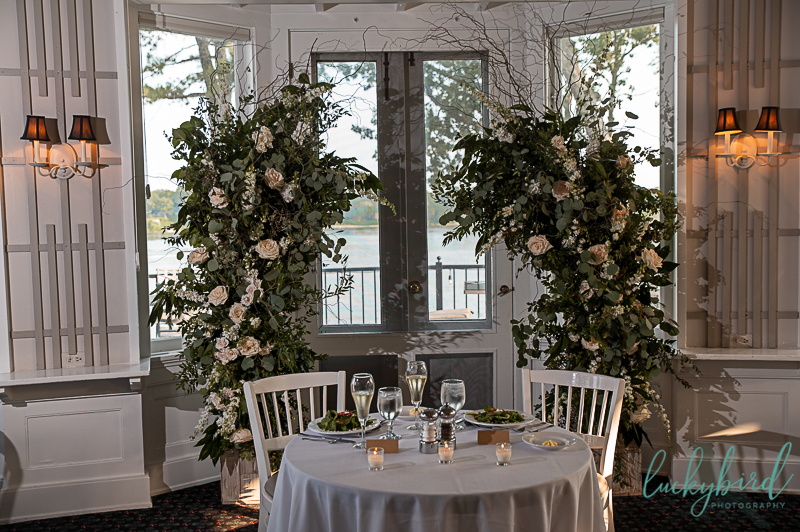 floral-backdrop-at-toledo-country-club-wedding