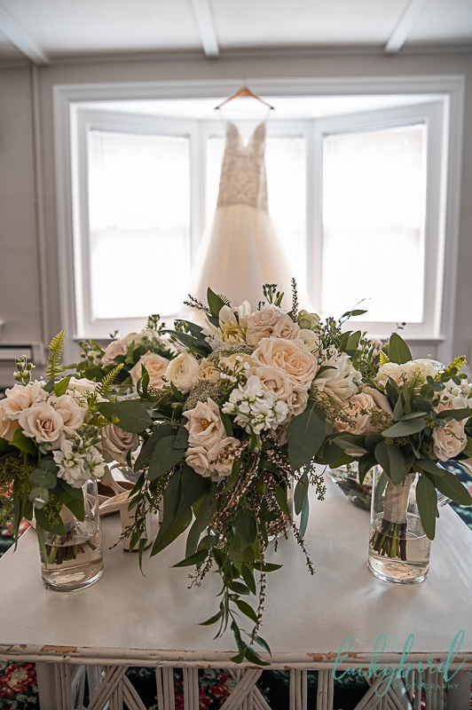 gardenview-flower-bouquets-with-dress
