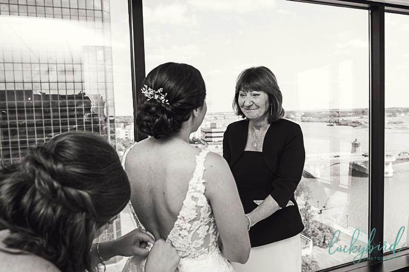 bride-and-mom-at-renaissance-toledo-1