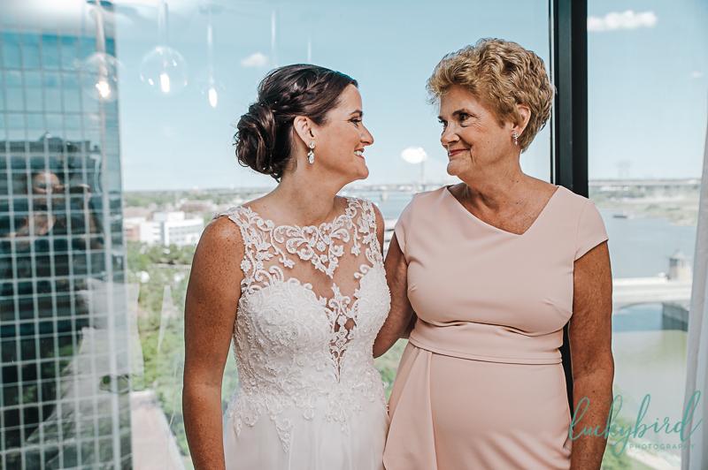 bride-and-mom-at-renaissance-toledo