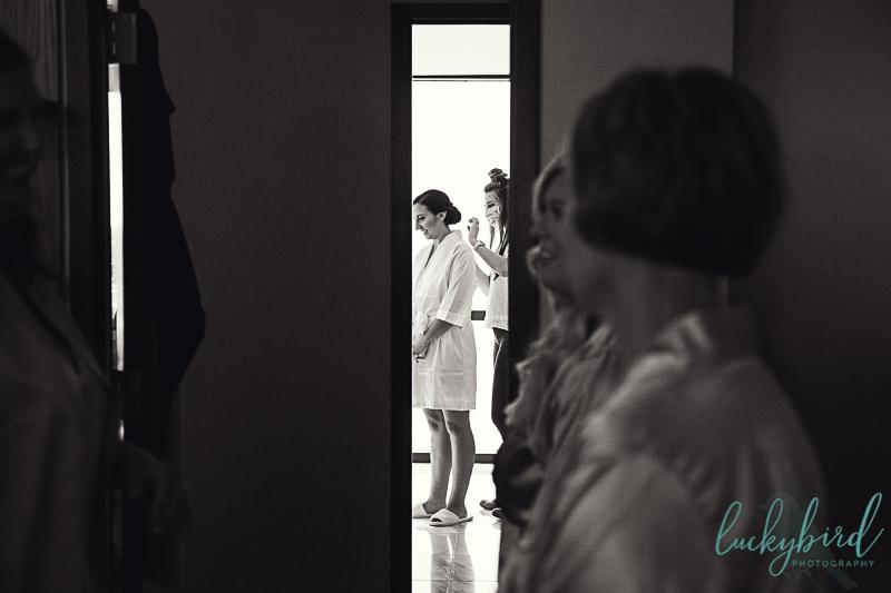 bride-getting-ready-at-renaissance-toledo-1