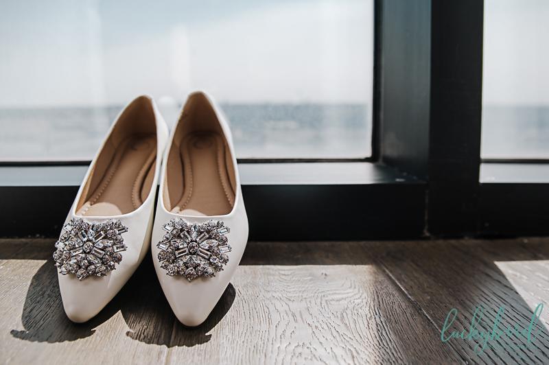 brides-shoes-at-renaissance-toledo-hotel