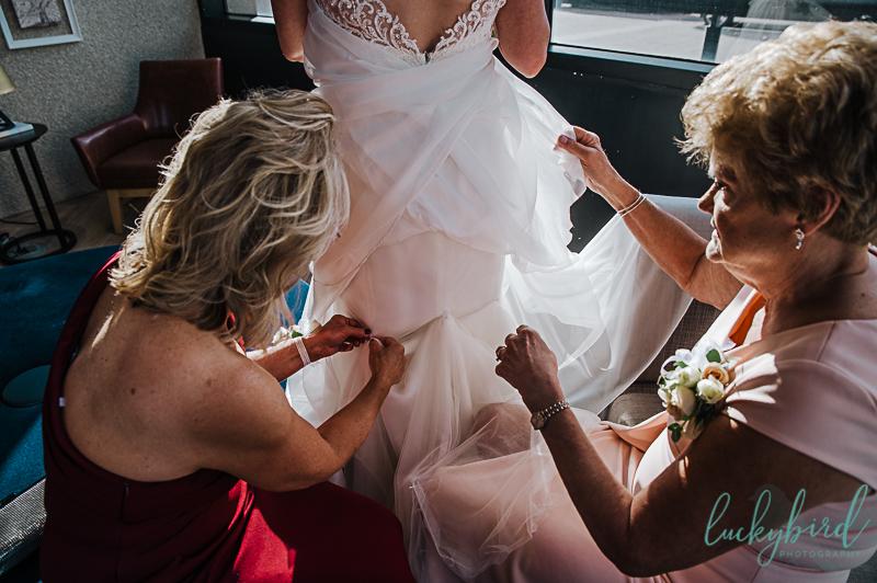 candid-wedding-photo-at-renaissance-toledo