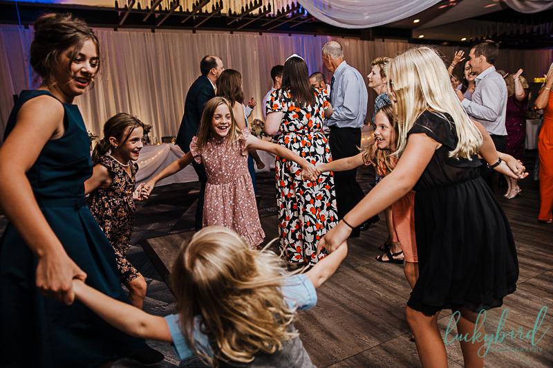 dancing-photos-during-wedding-reception