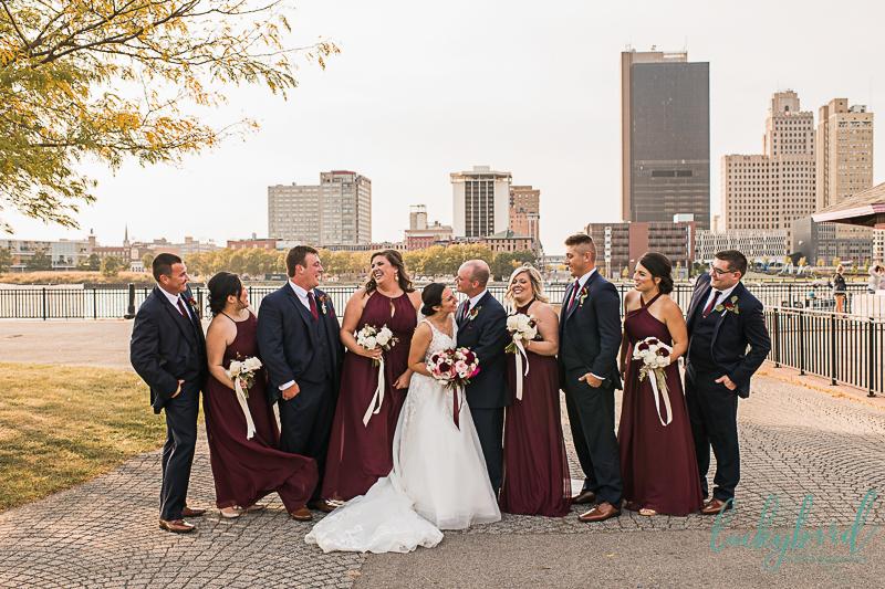downtown-toledo-wedding-photos-at-international-park