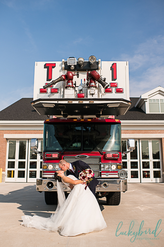 fun-wedding-photos-on-fire-truck-with-bride-and-groom