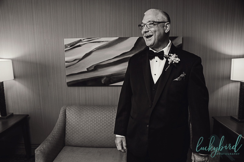 bride-and-dad-first-look