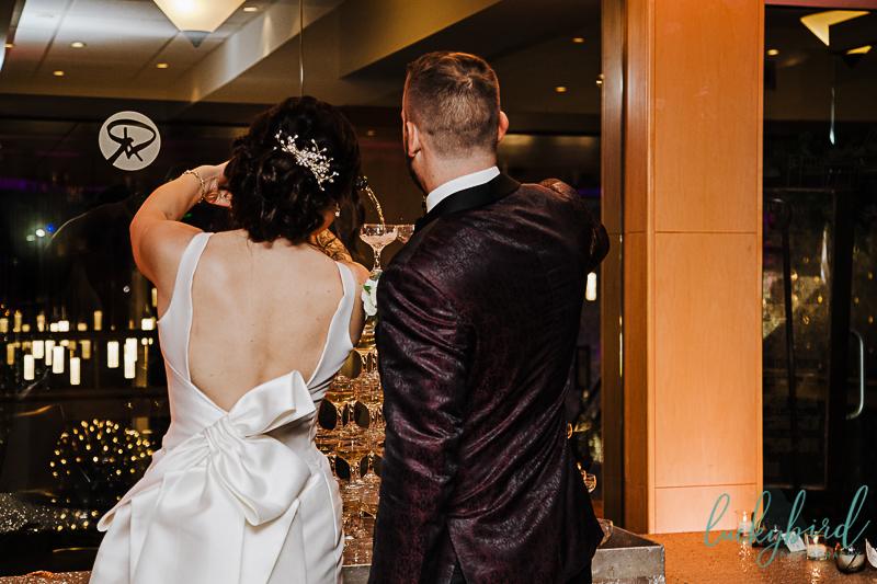 roostertail-detroit-wedding-reception-champagne-pour