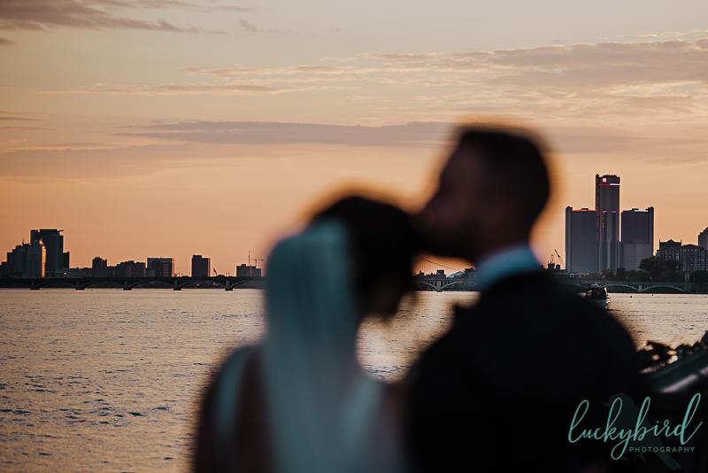 wedding-photos-with-detroit-skyline